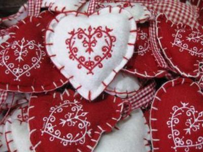 Felt love hearts in red and white