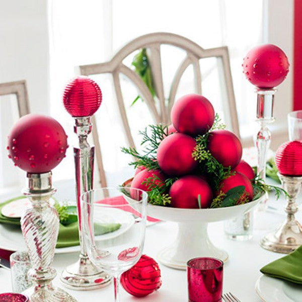 Red baubles and table decorations