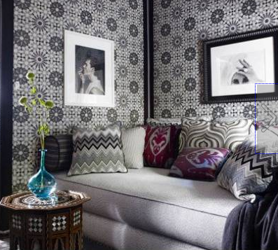Dark blue, purple and grey living room with geometric circle wallpaper
