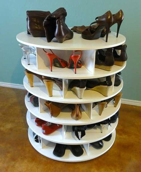 A round tiered and rotating shoe rack