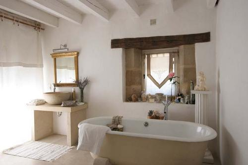 French rustic bathroom in cream and white