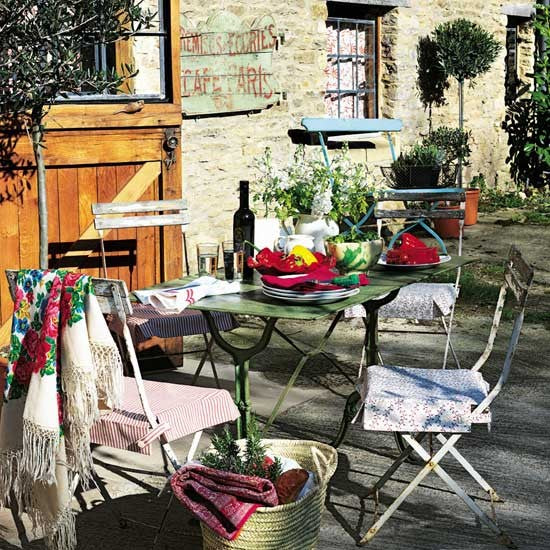 French rustic garden seating and eating area