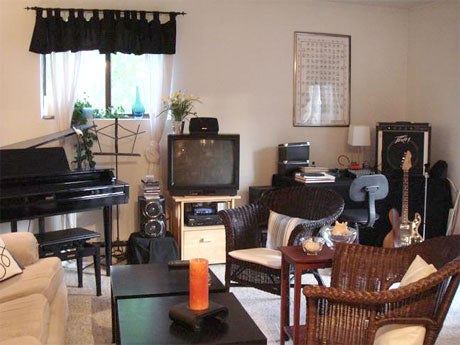 apartment-therapy-cluttered-apt