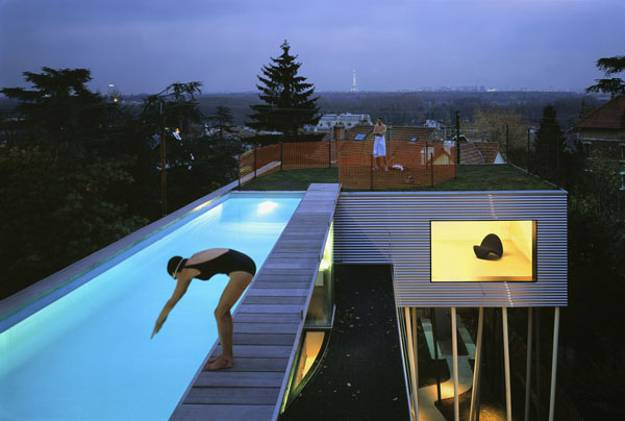 Roof top swimming pool on a modern home