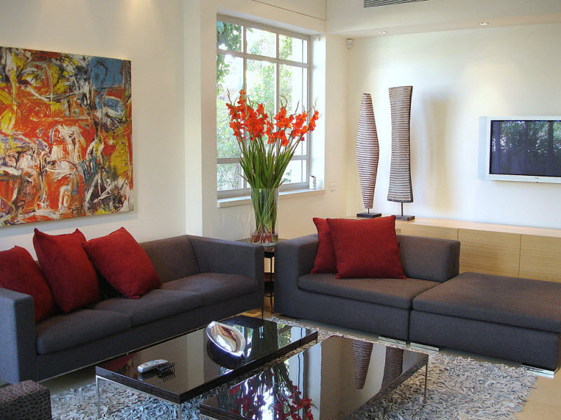gray-sofas-in-living-room-with-red-flowers-and-cushions