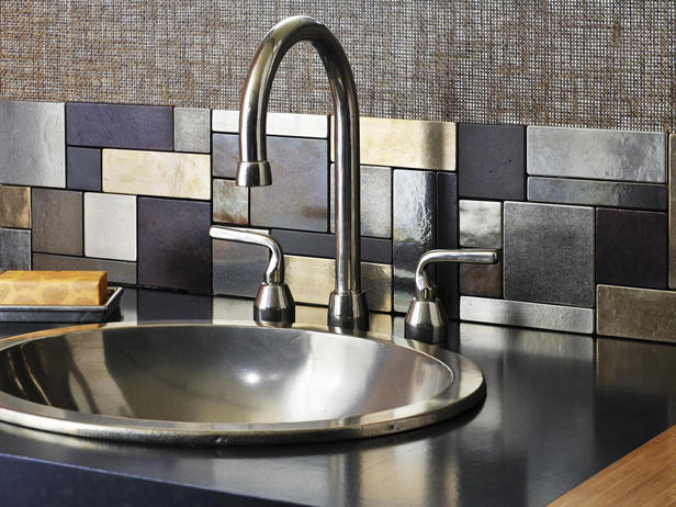 Metal tile backslash behind a kitchen sink