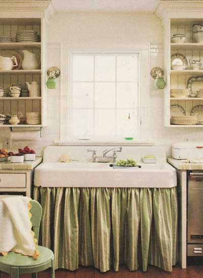 Cream kitchen with white Belfast Skink and touches of green throughout