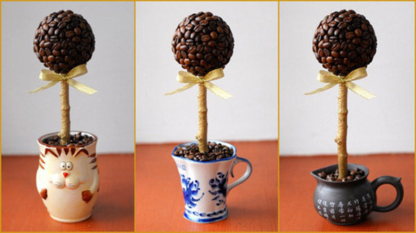 Coffee beans decoration, like a lollipop stood upright in different mugs