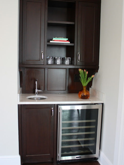 Small traditional kitchen in dark wood, set within a small kitchen alcove