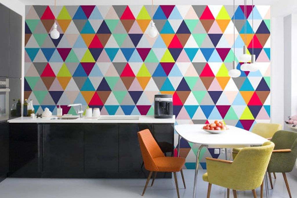 Amazing-Kitchen-with-Colorful-Geometric-Wallpaper