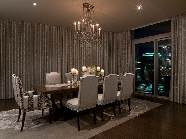 Luzury dining room in beige, silver and gold