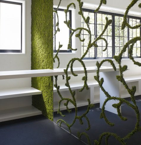 A room dividing fence, with a damask style pattern made of greenery