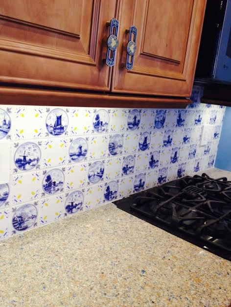 Speckled cream kitchen counter and blue and white kitchen tiles
