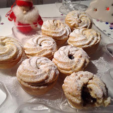 Mince pies with a top that looks like a Viennese swirl