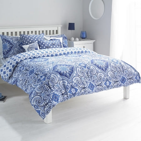 Blue and white swirling geometric patterned bedding