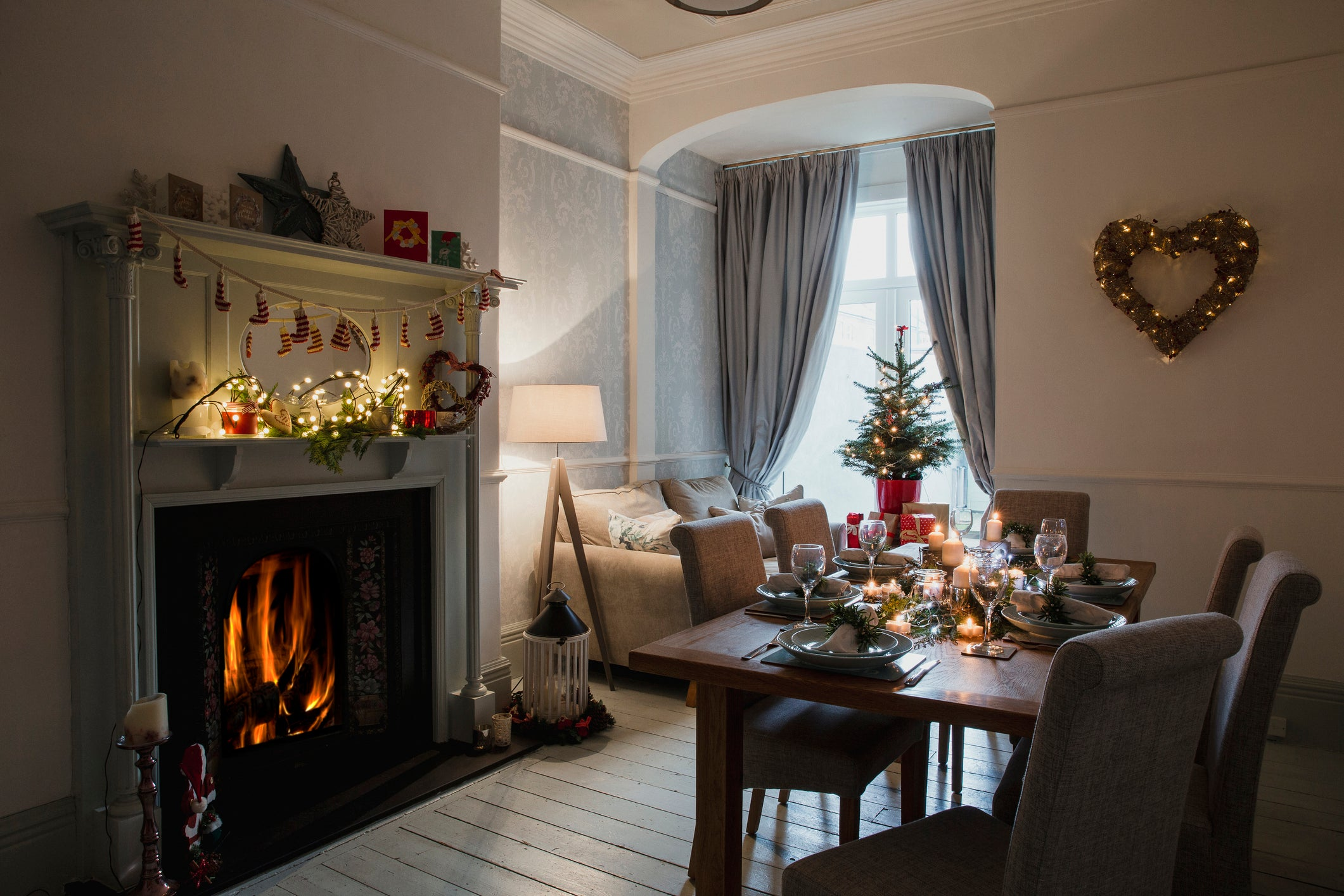 Very festive and cosy dining room with sofa under the window