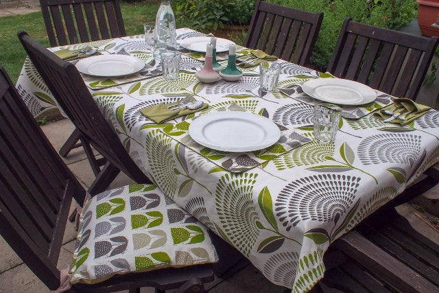 Outdoor garden table with DIY table cloth