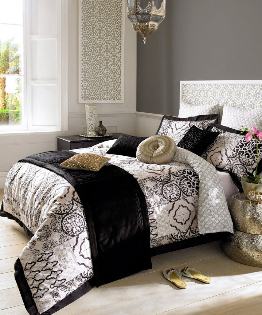 Elizabeth Hurley Azari Black And White Bedding