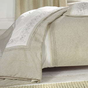 Wildberry Bedspread Linen Silver