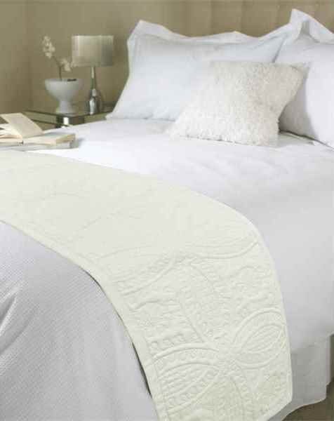 Embossed Parisienne Bed Runner Marshmellow