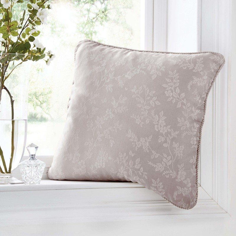 J Rosenthal Cushions And Throws Ebony C/Cover Mauve Picture
