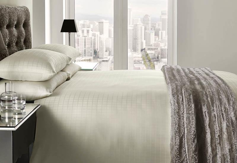 J Rosenthal Bedding Romano 200 Thread Count Bedding In Cream Picture