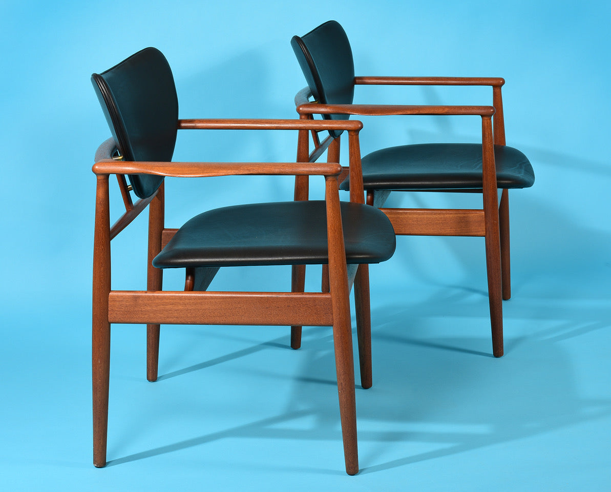 Finn Juhl by Niels Vodder Cabinetmaker, NV-48 Pair of Chairs, 1948 - The Exchange Int