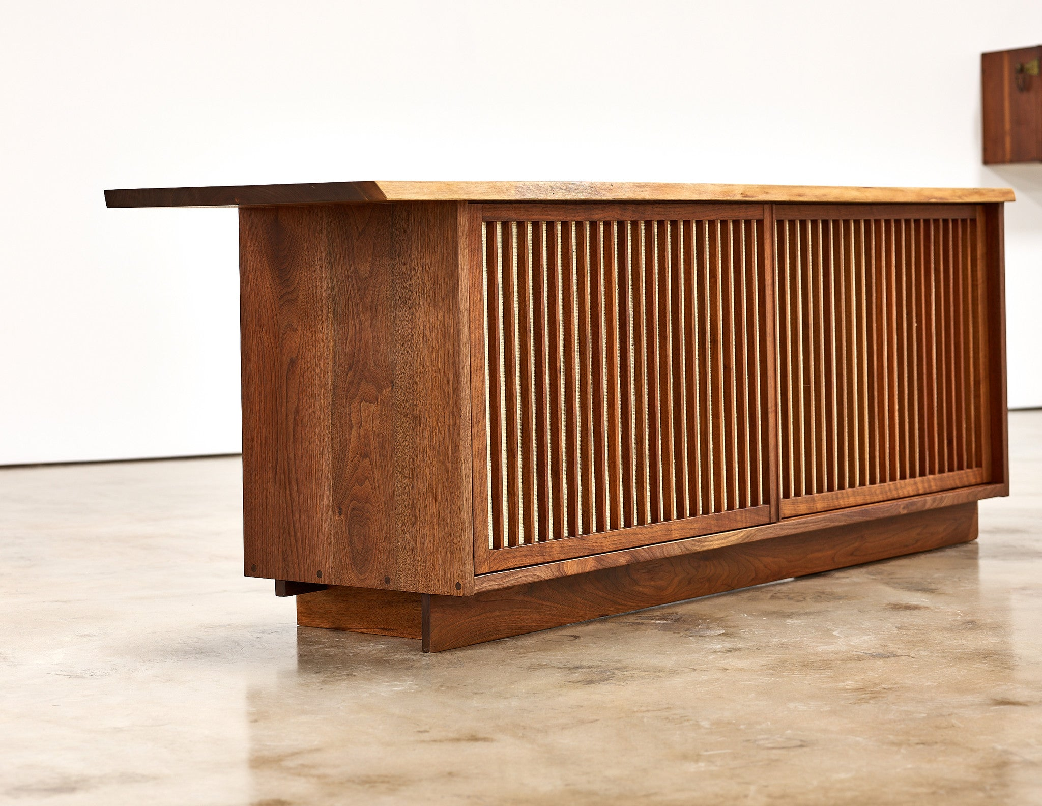 George Nakashima Cabinet in Walnut with Two Sliding Doors, 1960s - The Exchange Int