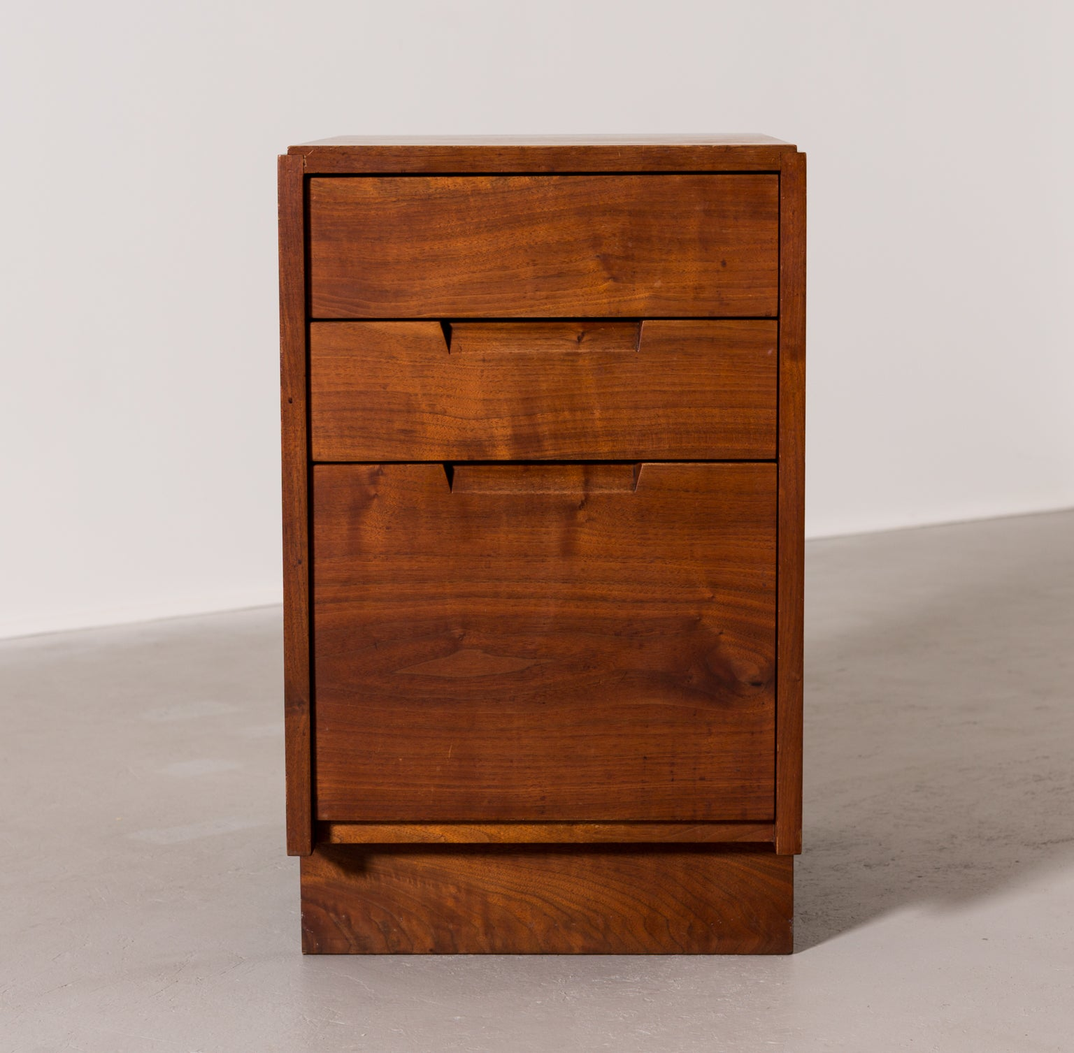 Pair of George Nakashima Nightstands, 1965 - The Exchange Int