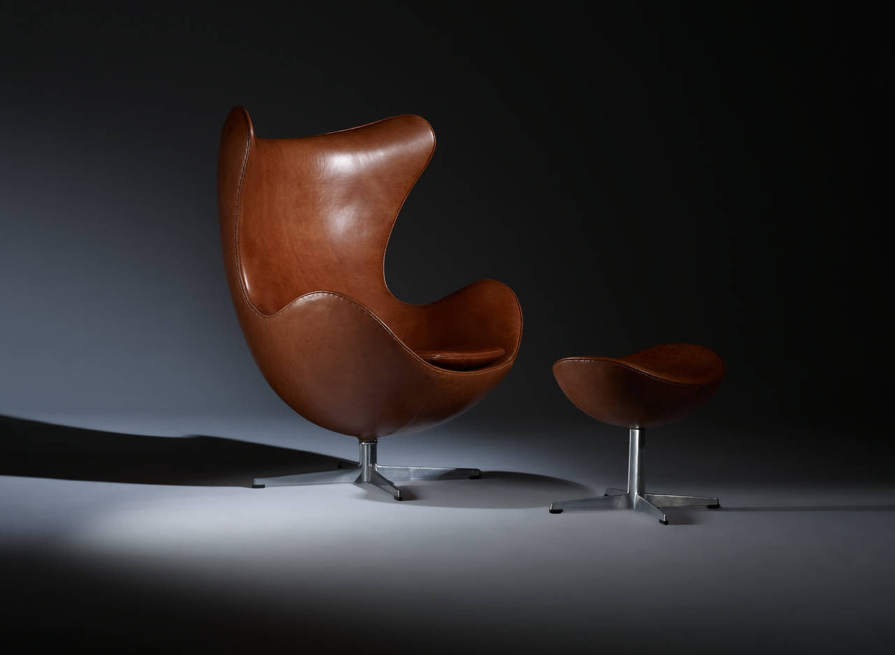 Arne Jacobsen Egg Chair and Ottoman for Fritz Hansen, Pair Available - The Exchange Int