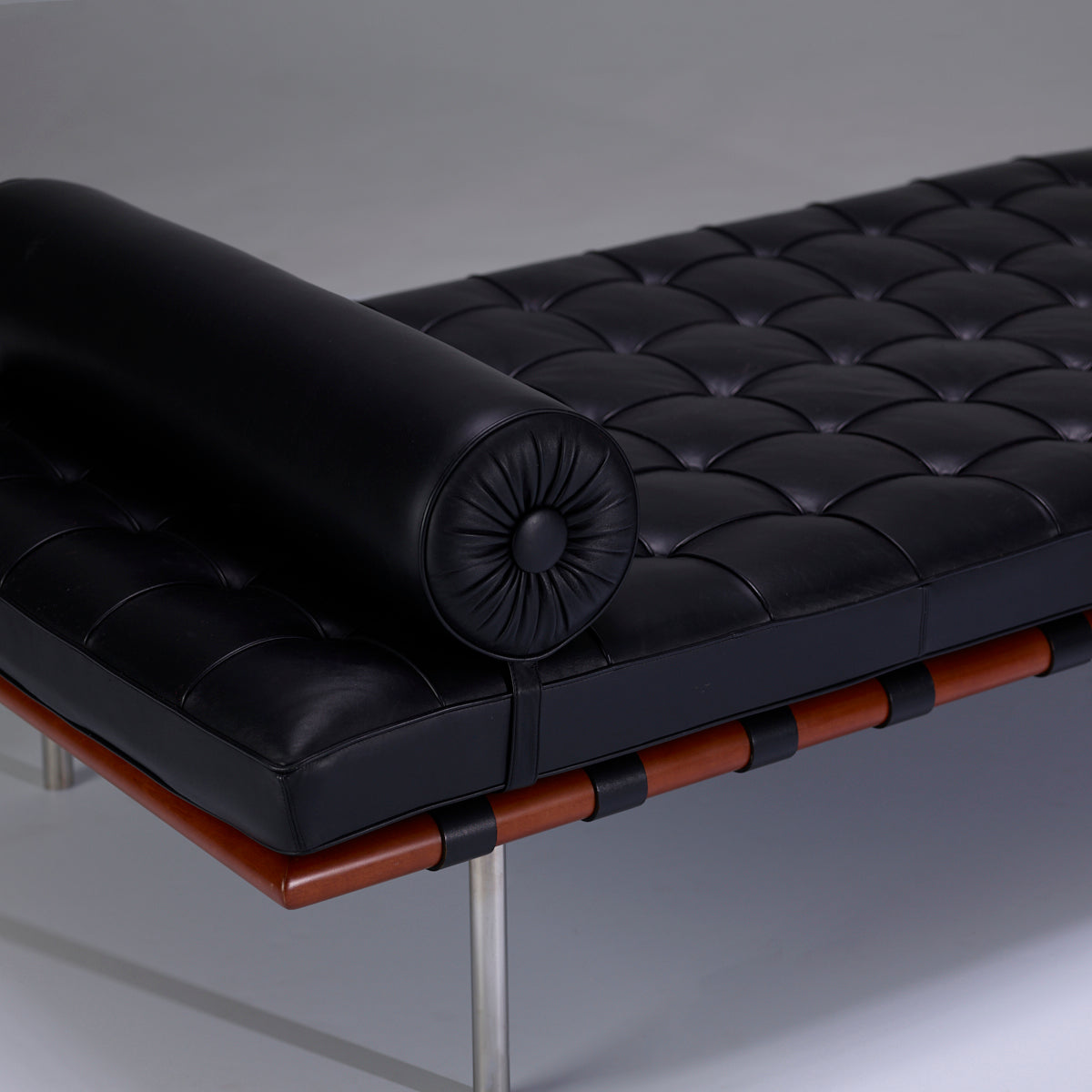Ludwig Mies van der Rohe Barcelona Daybed for Knoll - The Exchange Int