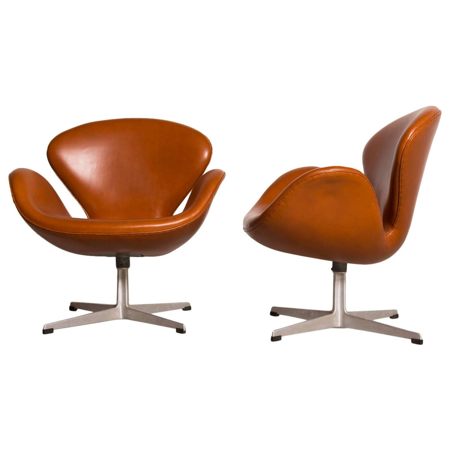 Early Arne Jacobsen Swan Chairs for Fritz Hansen