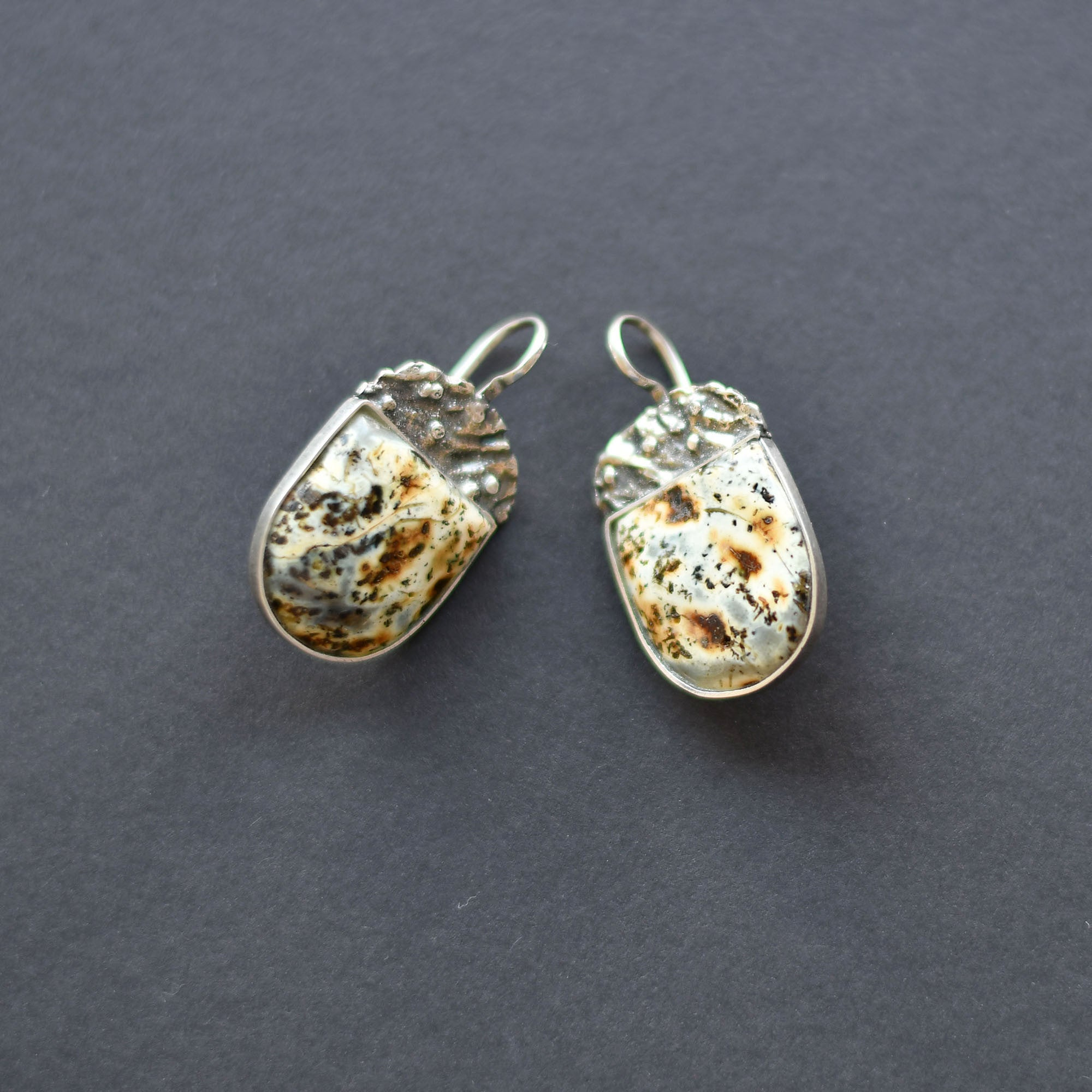 Amber earrings of blue pattern in silver setting