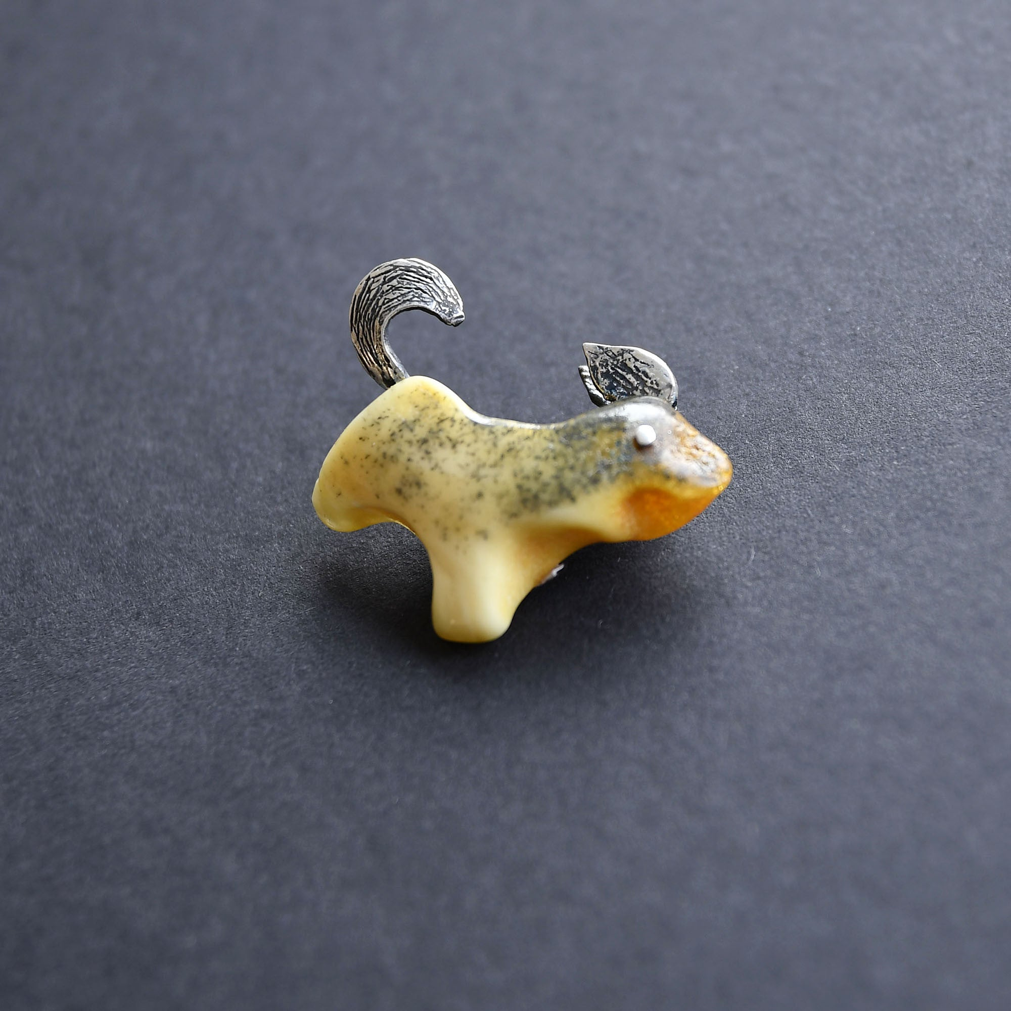 Small amber dog in silver