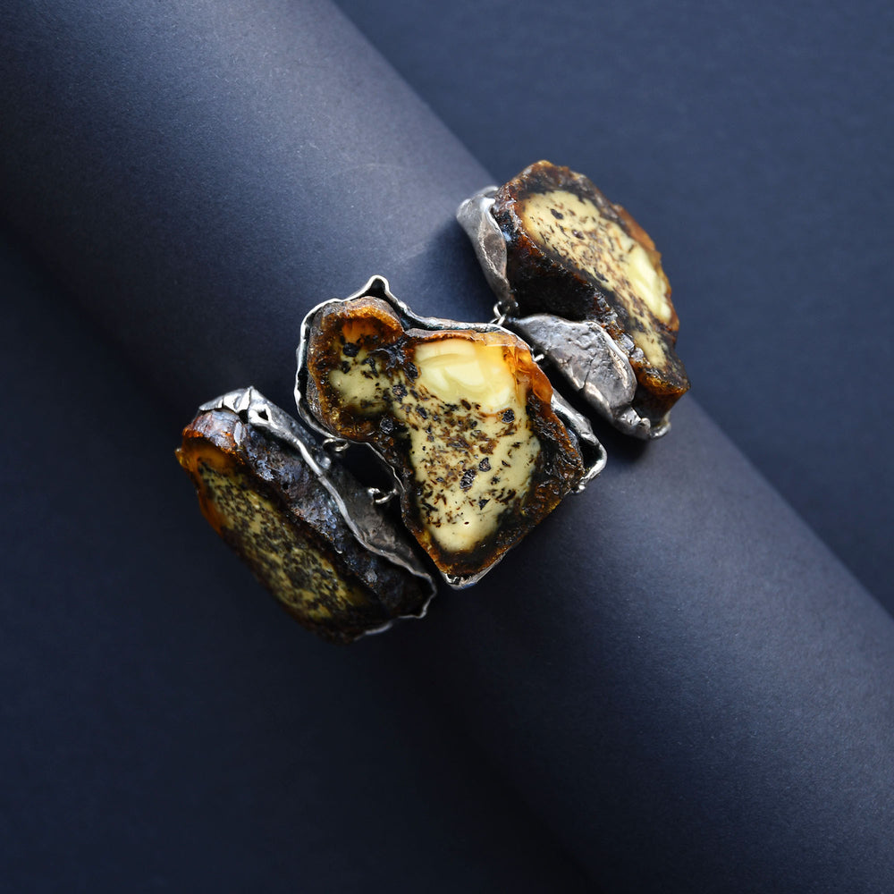 Bracelet with three large amber stones in silver setting lithotherapy