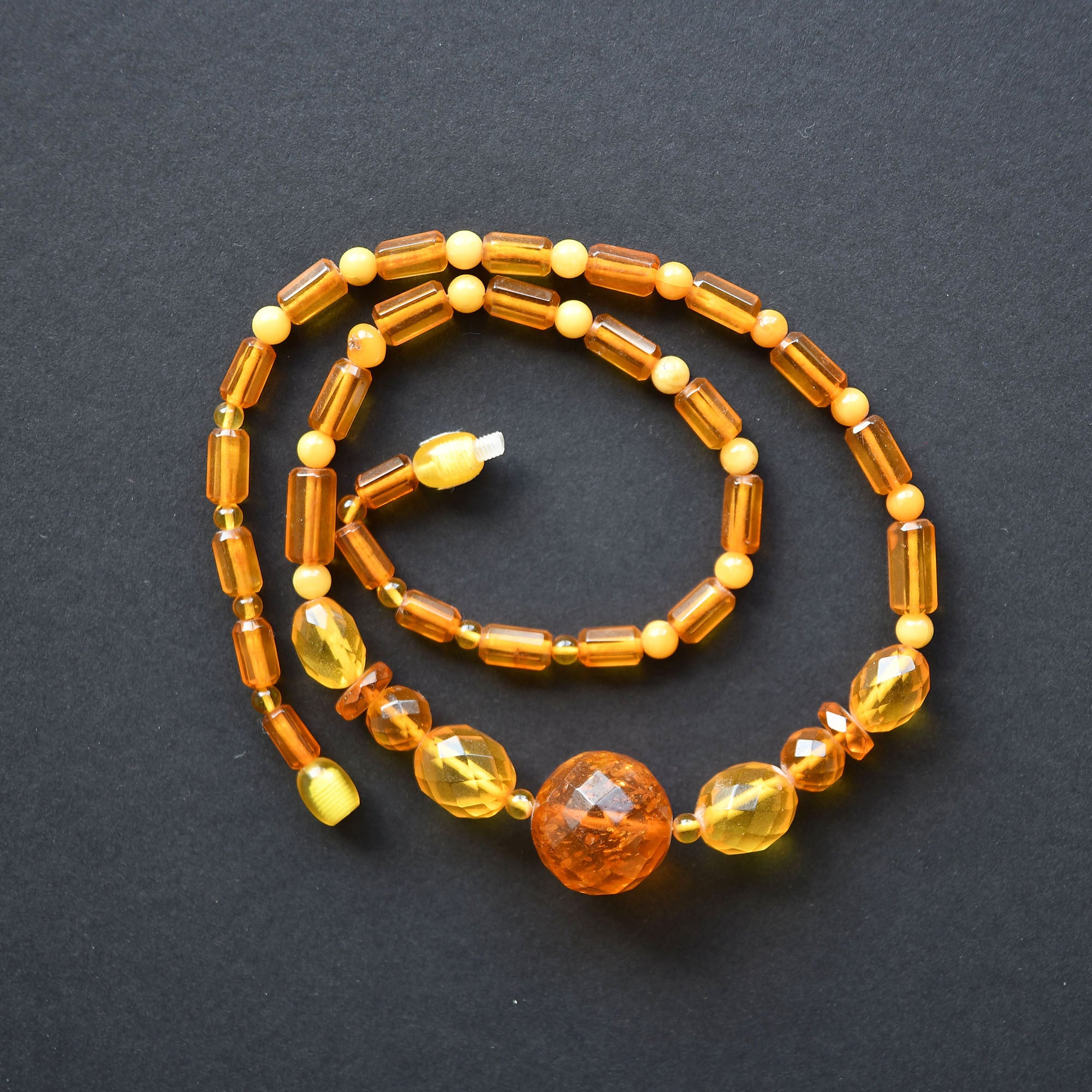 Vintage bead necklace of facetted transparent and mate amber