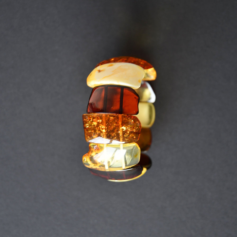 Multicolor amber bracelet of fluent form with rubber band