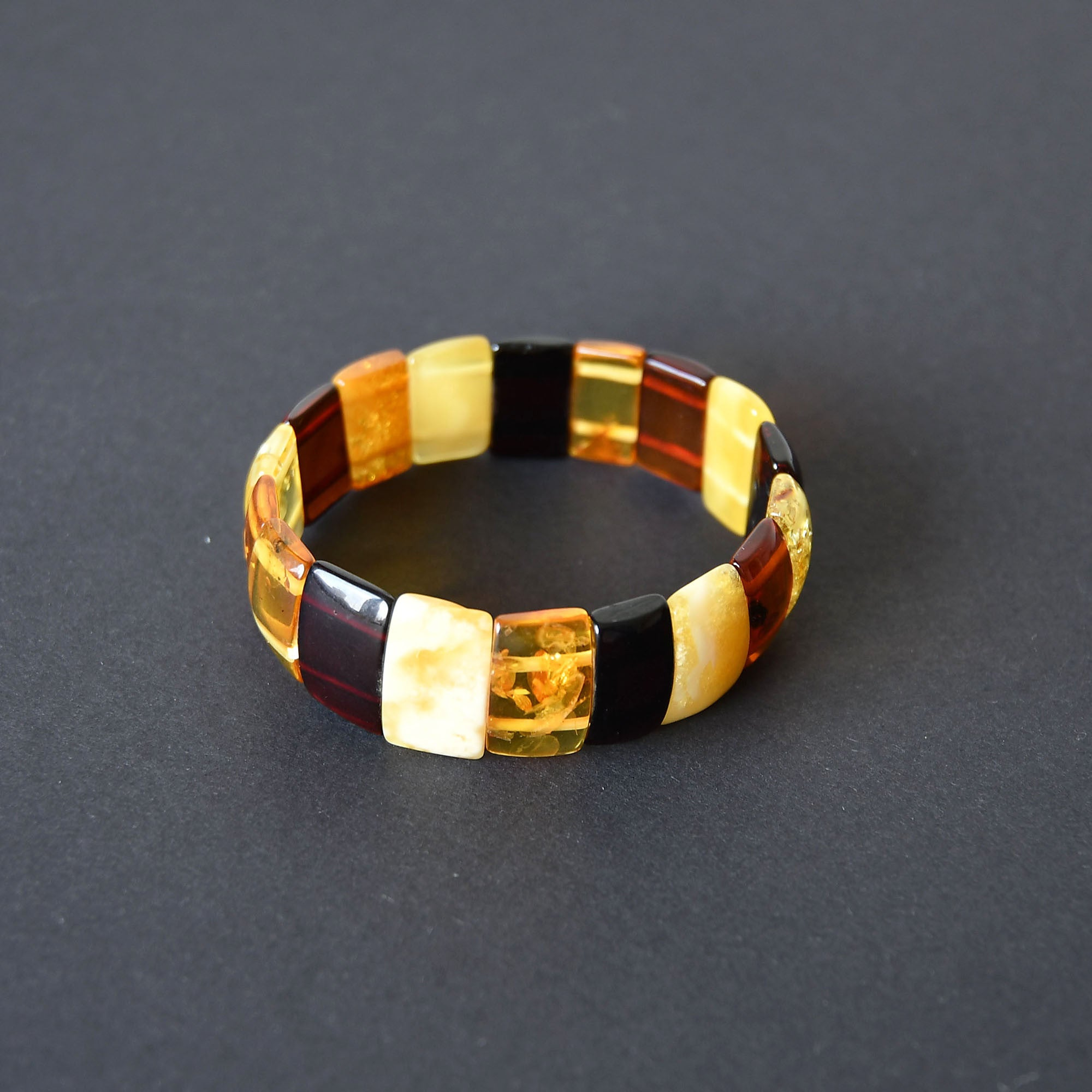 Colorful amber bracelet with elastic band