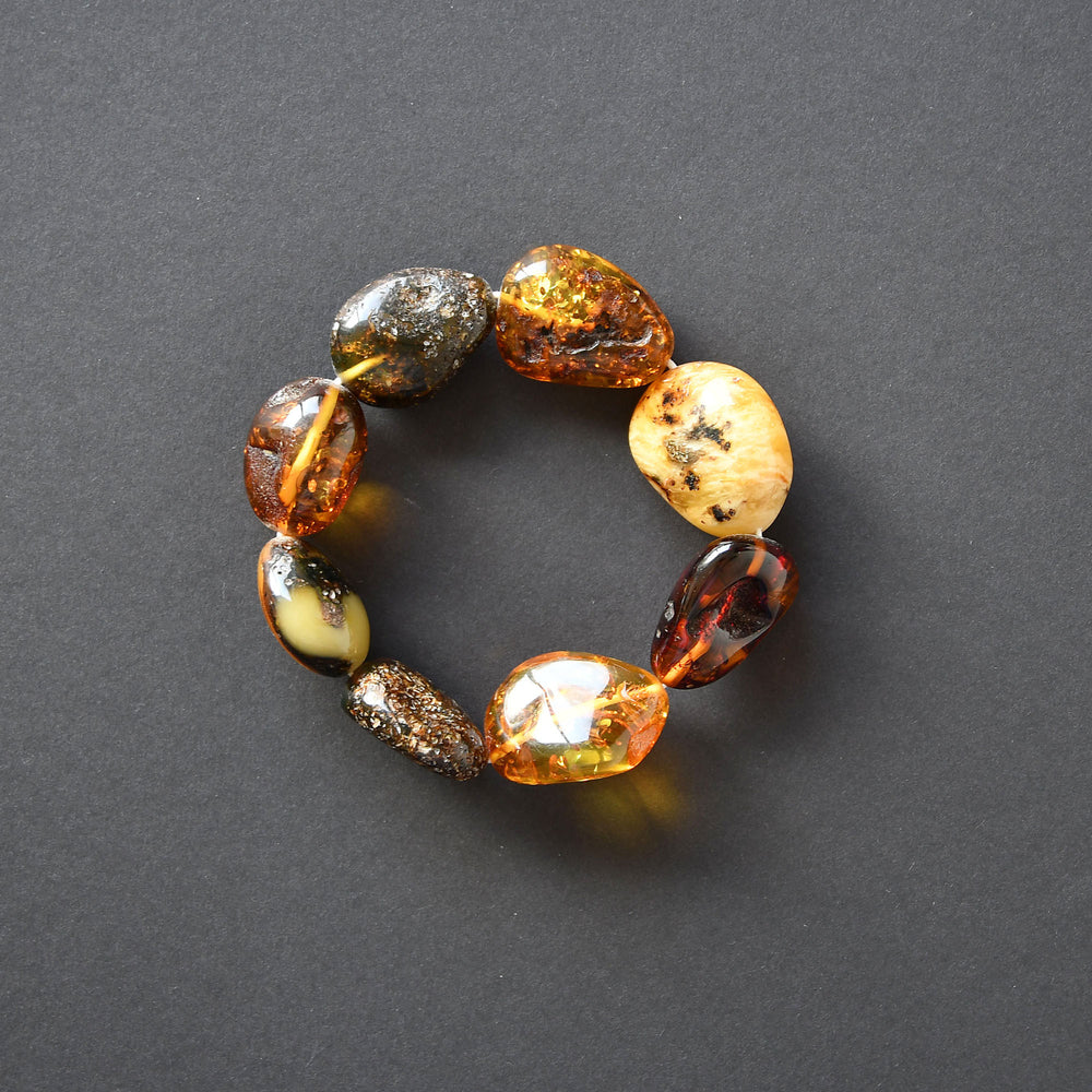 Amber bracelet with stones of different shape on elastic band