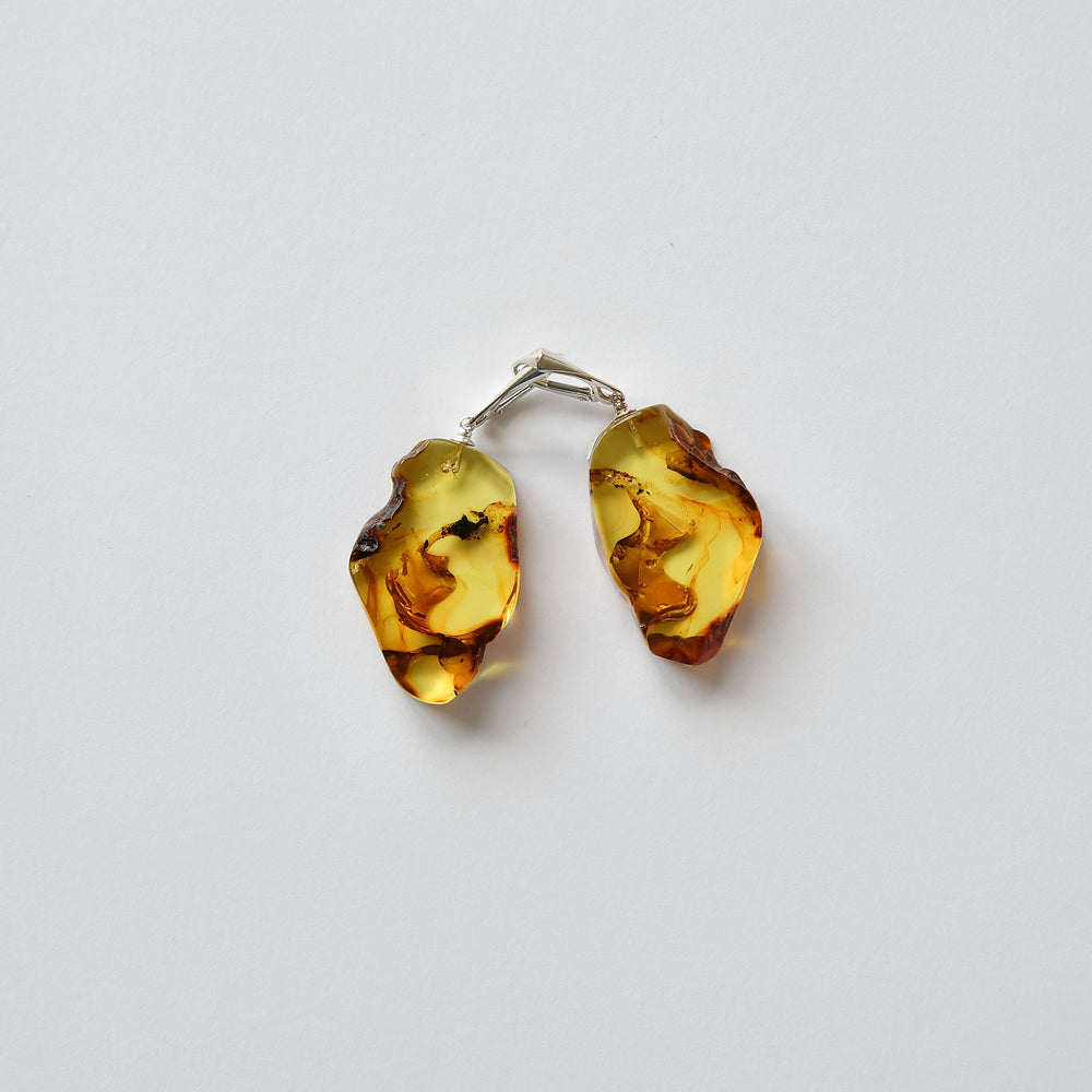 Earrings of transparent amber with silver fastening