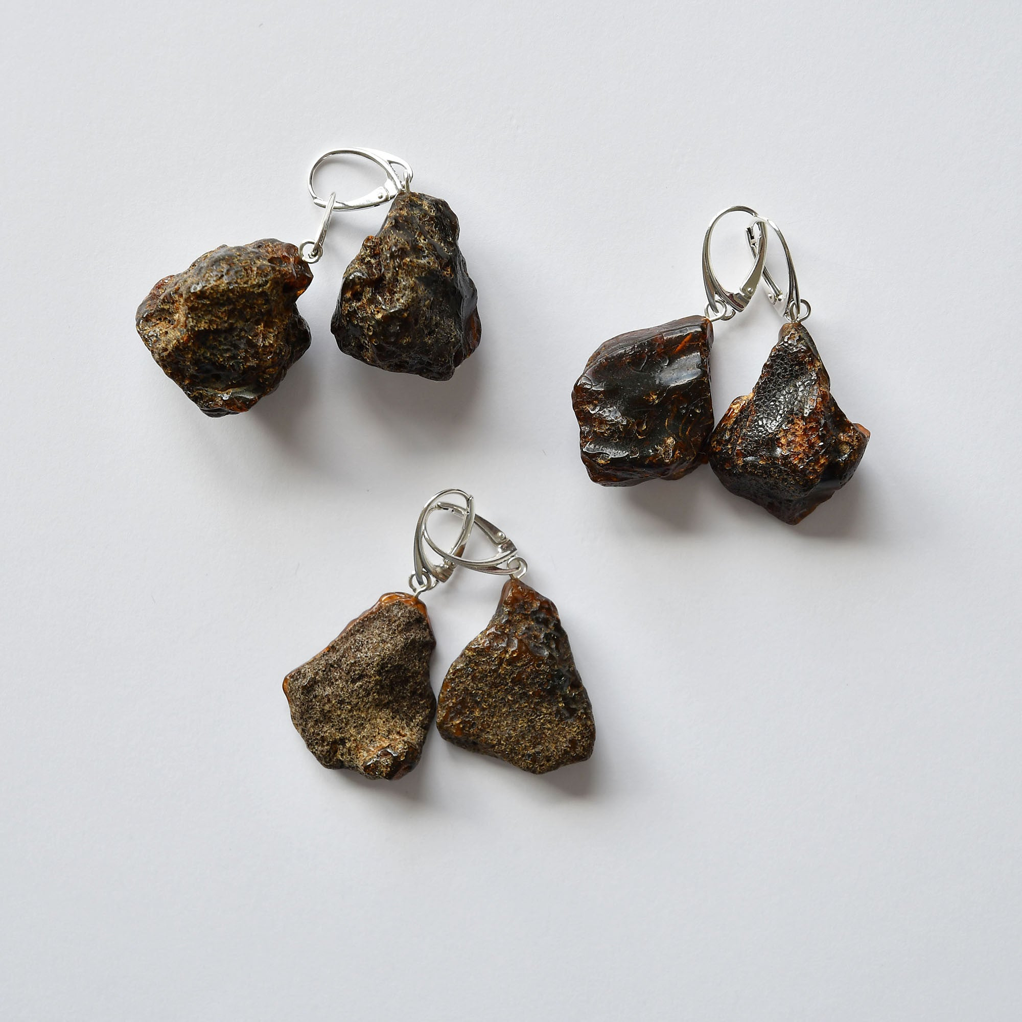 Earrings of unpolished amber with silver fastening