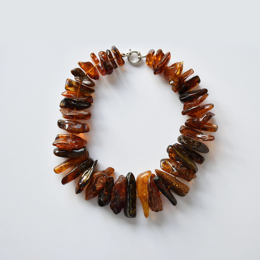 Large necklace of red and brown amber of natural form with a silver fastenning lithotherapy