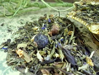 loose green tea with dried fruit