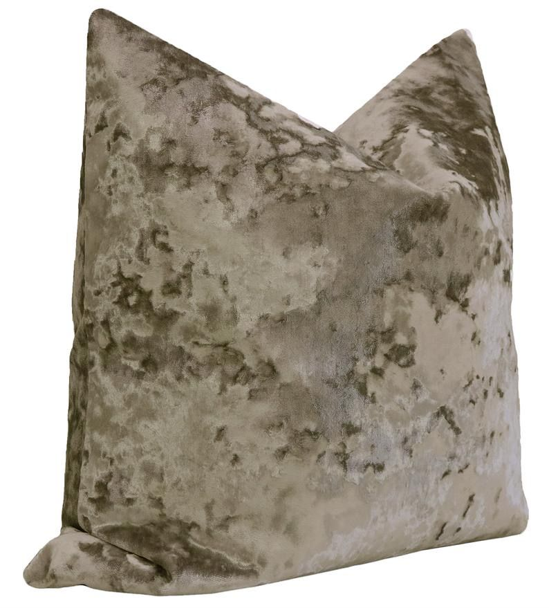 quartz velvet pillow side