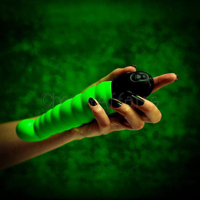 Fun Factory - Patchy Paul SmartVIBE G-Spot Vibrator (Green) G Spot Dildo (Vibration) Non Rechargeable - CherryAffairs Singapore