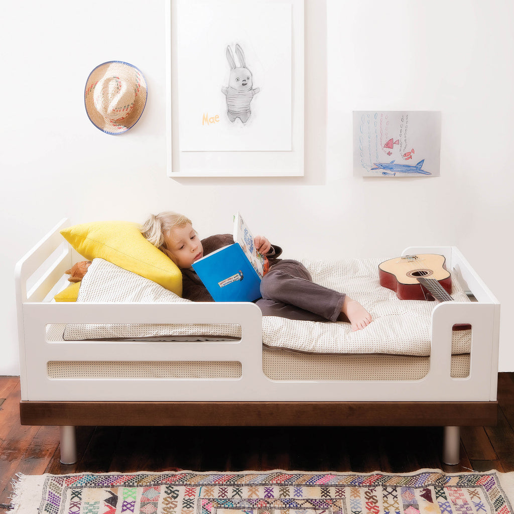 . CLASSIC TODDLER BED