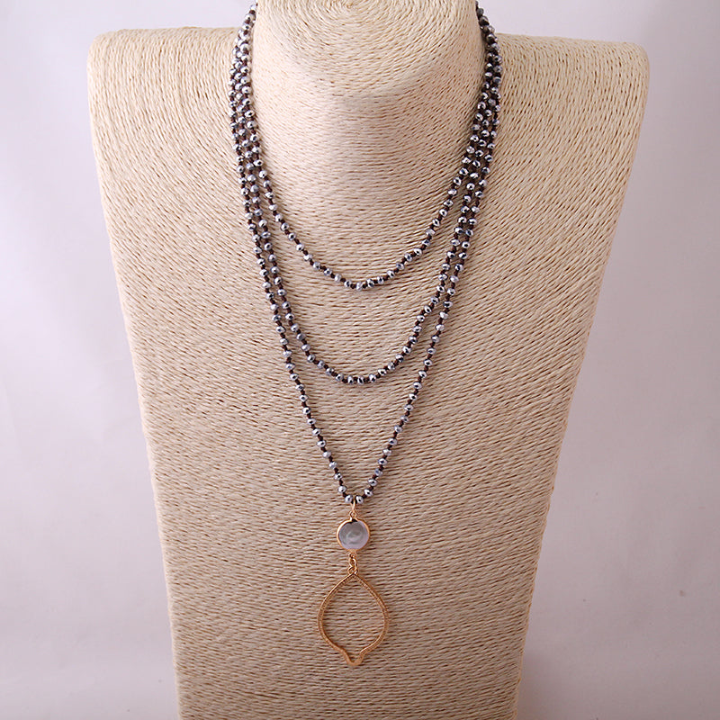 Crystal Knotted Glass With Pearl Necklace