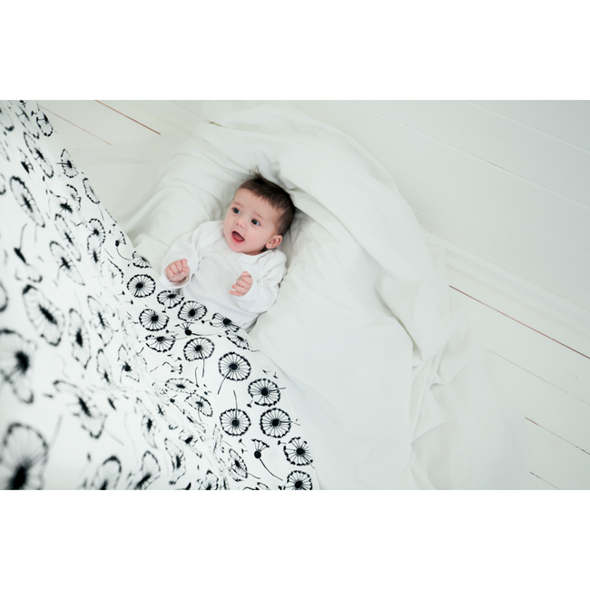 Extra Large Dandelion Sensory Muslin - Ideal For Babies 0-4 Months