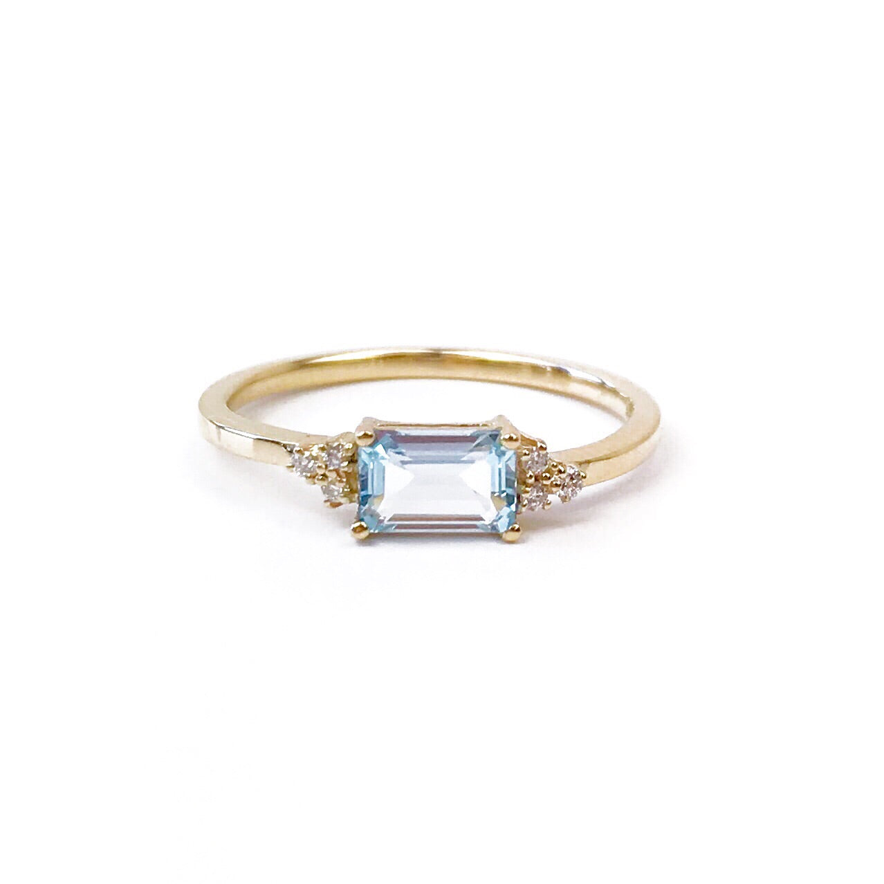 white save ring blue gemstone oval and in gold topaz diamond