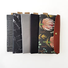 Black protea medium clutch
